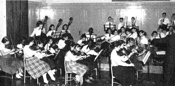 Gayle and Akua Dixon's elementary school orchestra